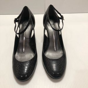 New Directions Faux Snake Skin Shoes Size 7M